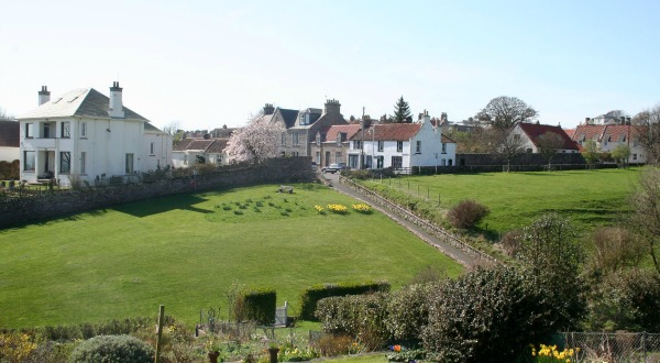 2crail Sandcastle Cottage spring breaks