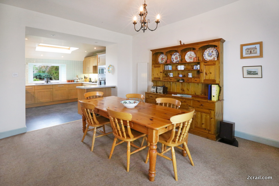 well equipped holiday cottage dining kitchen