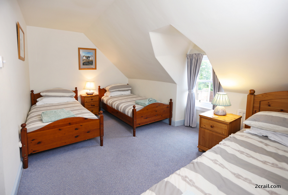 three beds in holiday cottage 2crail bedrooms
