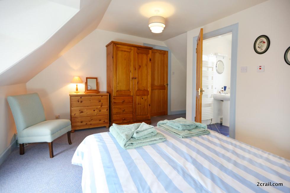 en-suite master bedrooms